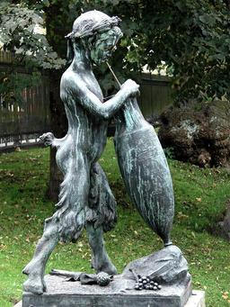 Le faune et l'amphore à Copenhague. Source : http://data.abuledu.org/URI/591813df-le-faune-et-l-amphore-a-copenhague