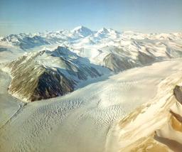 Le glacier de Beardmore dans l'Antarctique. Source : http://data.abuledu.org/URI/52bf24b7-le-glacier-de-beardmore-dans-l-antarctique