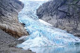 Le glacier de Briksdal en Norvège. Source : http://data.abuledu.org/URI/52bf23fd-le-glacier-de-briksdal-en-norvege