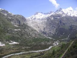 Le glacier du Rhône en mai 2005. Source : http://data.abuledu.org/URI/52bf276f-le-glacier-du-rhone-en-mai-2005