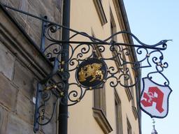 Le griffon pharmacien à Bayreuth. Source : http://data.abuledu.org/URI/51a87e94-le-griffon-pharmacien-a-bayreuth