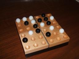 Le jeu de Pentago. Source : http://data.abuledu.org/URI/50eb0f0d-le-jeu-de-pentago
