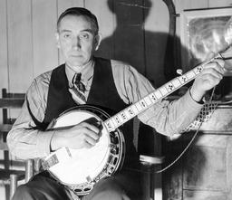 Le joueur de banjo Wade Ward en 1937. Source : http://data.abuledu.org/URI/53f1295c-le-joueur-de-banjo-wade-ward-en-1937