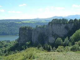 Le lac Chambon dans le Puy-de-Dôme. Source : http://data.abuledu.org/URI/55243cd2-le-lac-chambon-dans-le-puy-de-dome
