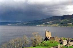 Le lac du Loch Ness en Écosse. Source : http://data.abuledu.org/URI/520b5032-le-lac-du-loch-ness-en-ecosse