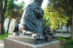 Le lion et l'écureuil. Source : http://data.abuledu.org/URI/533fac0a-le-lion-et-l-ecureuil