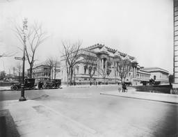 Le Metropolitan Museum of Arts de NY en 1914. Source : http://data.abuledu.org/URI/589e6bde-le-metropolitan-museum-of-arts-en-1914