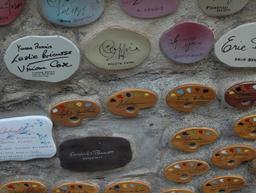 Le mur des signatures à Alassio. Source : http://data.abuledu.org/URI/53adeeaa-le-mur-des-signatures-a-alassio