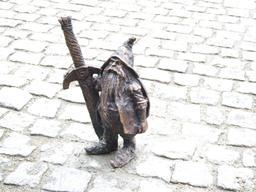 Le nain à l'épée. Source : http://data.abuledu.org/URI/51e85047-le-nain-a-l-epee