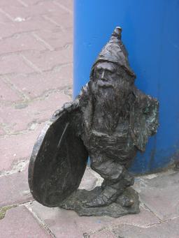 Le nain à la pièce de monnaie. Source : http://data.abuledu.org/URI/51e9118e-le-nain-a-la-piece-de-monnaie
