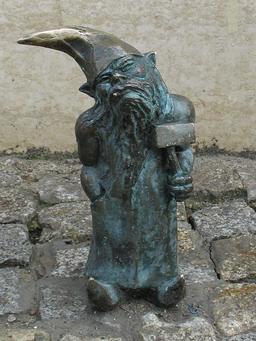 Le nain au marteau. Source : http://data.abuledu.org/URI/51993b3d-le-nain-au-marteau