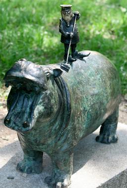Le nain gardien de zoo. Source : http://data.abuledu.org/URI/51e82c53-le-nain-gardien-de-zoo