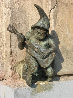 Le nain guitariste de Wroclaw. Source : http://data.abuledu.org/URI/51e7049d-le-nain-guitariste-de-wroclaw