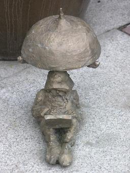 Le nain sous la lampe. Source : http://data.abuledu.org/URI/51e91272-le-nain-sous-la-lampe