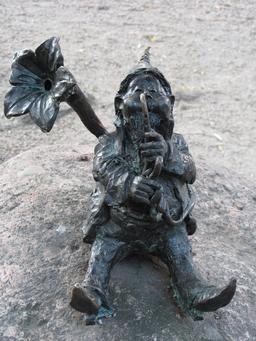 Le nain trompettiste. Source : http://data.abuledu.org/URI/51eb14d6-le-nain-trompettiste