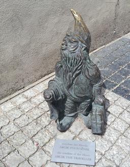 Le nain voyageur. Source : http://data.abuledu.org/URI/51e8270e-le-nain-voyageur