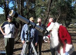 Le Père Noël astronome. Source : http://data.abuledu.org/URI/550d99f8-le-pere-noel-astronome