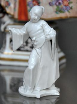 Le petit chinois de porcelaine. Source : http://data.abuledu.org/URI/50eb4414-le-petit-chinois-de-porcelaine