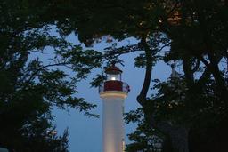 Le phare le soir à La Rochelle. Source : http://data.abuledu.org/URI/582626a7-le-phare-le-soir-a-la-rochelle