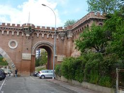 Le pont des consuls à Montauban. Source : http://data.abuledu.org/URI/571a931c-le-pont-des-consuls-a-montauban