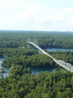 Le pont des mille îles sur le Saint-Laurent. Source : http://data.abuledu.org/URI/59bc7c2d-le-pont-des-mille-iles-sur-le-saint-laurent