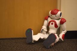Le robot humanoïde NAO. Source : http://data.abuledu.org/URI/529b1e02-le-robot-humanoide-nao