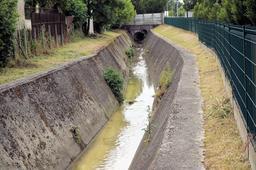 Le ruisseau de la Devèze à Mérignac. Source : http://data.abuledu.org/URI/54f40fe7-le-ruisseau-de-la-deveze-a-merignac
