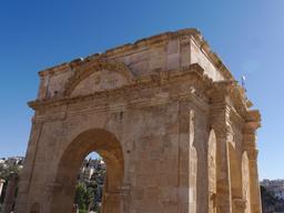 Le Tétrapyle Nord de Jerash. Source : http://data.abuledu.org/URI/54b4481a-le-tetrapyle-nord-de-jerash-