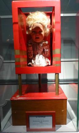 Le vermifuge au musée des automates. Source : http://data.abuledu.org/URI/58220fb9-le-vermifuge-au-musee-des-automates