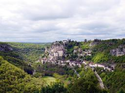 Le village de Rocamadour dans le Lot. Source : http://data.abuledu.org/URI/535c1178-le-village-de-rocamadour-dans-le-lot