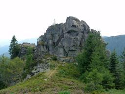 Le Wurzelstein dans le massif des Vosges. Source : http://data.abuledu.org/URI/565d058e-le-wurzelstein-dans-le-massif-des-vosges