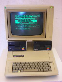 Lecteurs de disquettes d'Apple II. Source : http://data.abuledu.org/URI/5305b904-lecteurs-de-disquettes-d-apple-ii