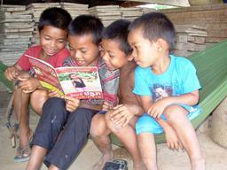 Lecture à quatre. Source : http://data.abuledu.org/URI/5962b73d-lecture-a-quatre
