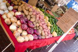 Légumes en vente. Source : http://data.abuledu.org/URI/533331ec-legumes-en-vente