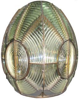 Lentille de Fresnel équipant les phares. Source : http://data.abuledu.org/URI/50a8efcc-lentille-de-fresnel-equipant-les-phares