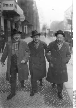Les frères Fratellini à Berlin en 1930. Source : http://data.abuledu.org/URI/51c17e2a-les-freres-fratellini-a-berlin-en-1930