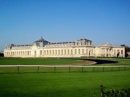 Les Grandes écuries à Chantilly. Source : http://data.abuledu.org/URI/53ac3b62-les-grandes-ecuries-a-chantilly