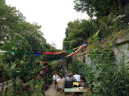 Les jardins du ruisseau à Paris. Source : http://data.abuledu.org/URI/5420287e-les-jardins-du-ruisseau-a-paris