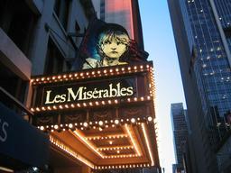 Les Misérables à Broadway. Source : http://data.abuledu.org/URI/51a516e2-les-miserables-a-broadway
