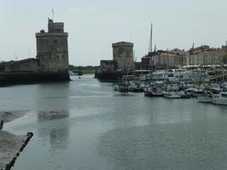 Les tours de La Rochelle. Source : http://data.abuledu.org/URI/582111bc-les-tours-de-la-rochelle