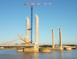 Les travaux du pont Bacalan-Bastide. Source : http://data.abuledu.org/URI/5148b8b3-les-travaux-du-pont-bacalan-bastide