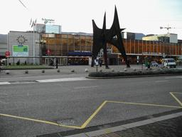 Les trois pics de Calder à Grenoble. Source : http://data.abuledu.org/URI/541e9898-les-trois-pics-de-calder-a-grenoble
