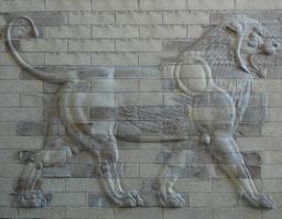 Lion du palais de Darius. Source : http://data.abuledu.org/URI/5072b43f-lion-darius-palace-louvre
