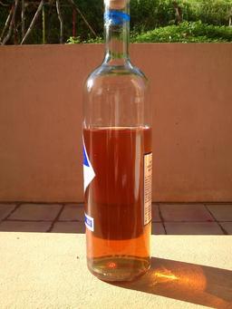 Liqueur d'arbouse. Source : http://data.abuledu.org/URI/518b5d5d-liqueur-d-arbouse