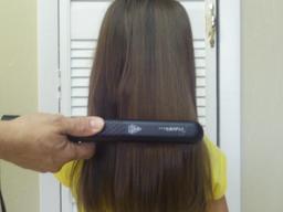 Lissage de cheveux. Source : http://data.abuledu.org/URI/53329eee-lissage-de-cheveux