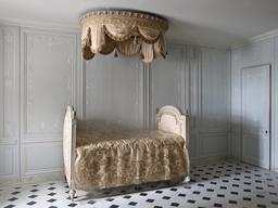 Lit à baldaquin au château de Versailles. Source : http://data.abuledu.org/URI/535ea427-lit-a-baldaquin-au-chateau-de-versailles