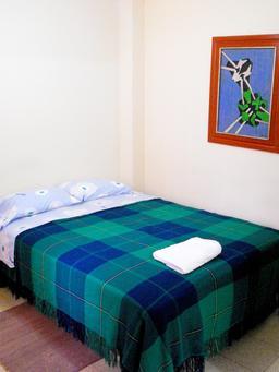 Lit d'hôtel pour deux personnes. Source : http://data.abuledu.org/URI/535eafb4-lit-d-hotel-pour-deux-personnes