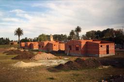 Lotissement de maisons en briques. Source : http://data.abuledu.org/URI/51c2035e-lotissement-de-maisons-en-briques