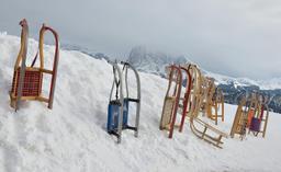 Luges dans le Tyrol. Source : http://data.abuledu.org/URI/53d40d7b-luges-dans-le-tyrol
