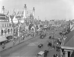 Luna Park à NY en 1912. Source : http://data.abuledu.org/URI/589e6a28-luna-park-en-1912